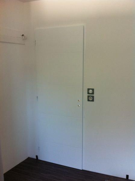 un hangar un loft un projet mise en place d une porte de chambre. Black Bedroom Furniture Sets. Home Design Ideas